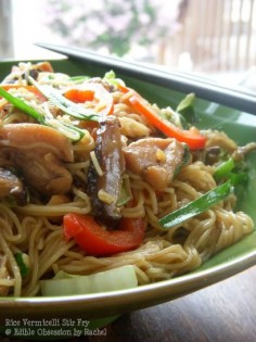 Rice Vermicelli Stir Fry: Pad Mee' chicken and shiitake