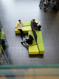 Diagonal is an innovative combination of sofa and space divider. Diagonal is easy to create into a relaxed environment for small conferences or for a lobby layout. Of the four sofa elements, one is slightly higher than the others and offers a place for a laptop, for example.